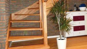Stumpe Holztreppe 300x169